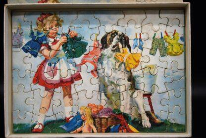 Vintage Jumbo puzzel jaren 60-meisje en St Bernard hond bij de waslijn