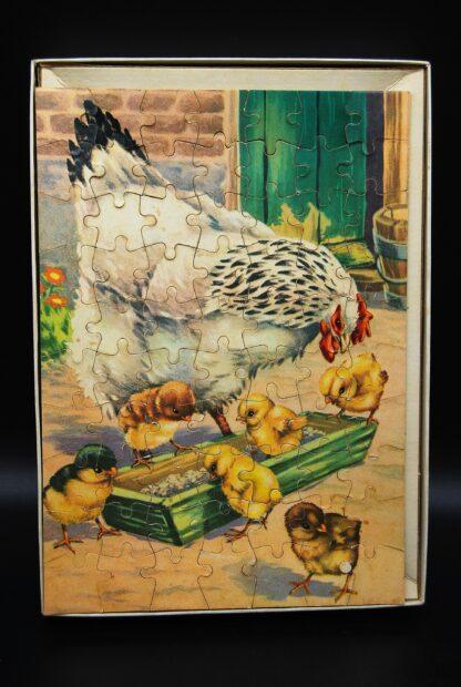 Vintage Mulder jigsaw puzzle No.9060B-kuikentjes en kip aan het eten