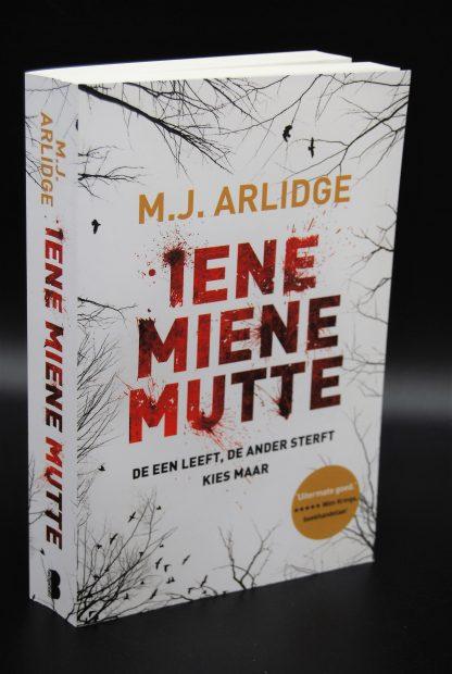 Thriller tweedehands-Iene Miene Mutte-MJ Arlidge