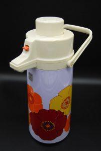 Vintage thermoskan met pomp uit de jaren 70