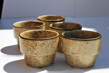 Koffiebekers zonder oor-bruin gestippeld