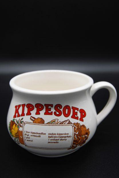 Vintage soepkom kippesoep in rode letters met recept