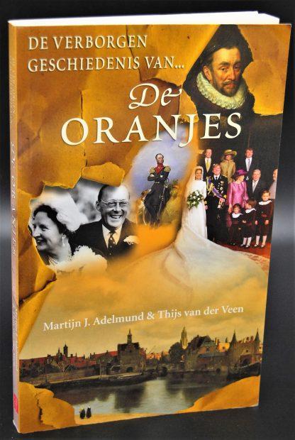 De verborgen geschiedenis van de Oranjes-Martijn J. Adelmund & Thijs van der Veen-9789022994214