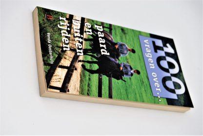 Tweedehands paardenboek-100 vragen over paard en buiten rijden-Vanda oosterhuis