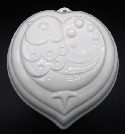 Witte aardewerk puddingvorm Hart-Vogel-Wit met ophangoog