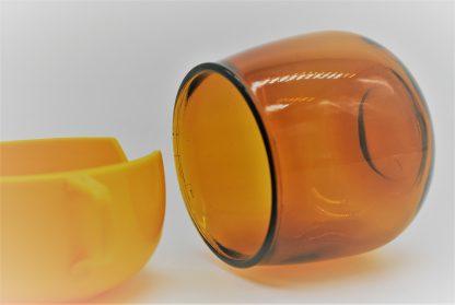 Theeglas in geel-oranje houder jaren 70