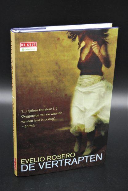 Evelio Rosero-De Vertrapten-Hardcover met stofomslag