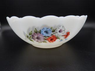 Vintage schaal met geschulpte rand-Arcopal Petunia