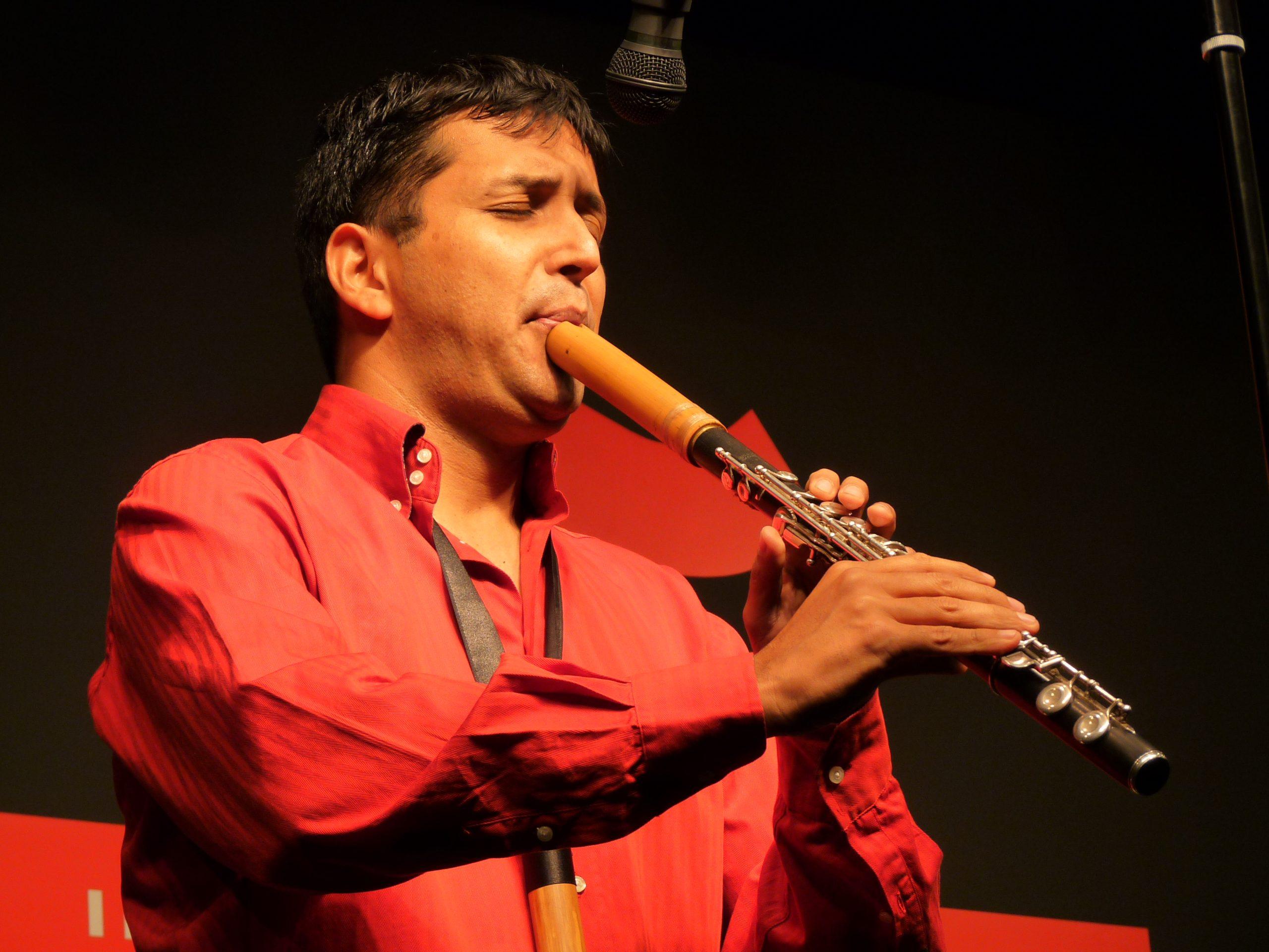 "How to play ""The De La Calle Quena Flute"""