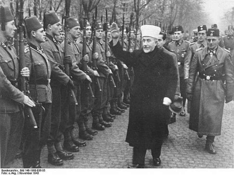 Hajj-Amin-Al-Husseini-surveying-the-13th-Waffen-Mountain-Division-of-the-SS-Handschar.-Behind-him-on-the-right-is-the-division-commander-SS-Oberführer-Karl-Gustav-Sauberzweig-e1416439650642