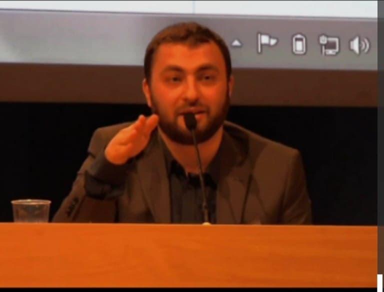 Hur många bröder finns på S vallistor Omar Mustafa?