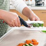 groenten knippen met groentenschaar