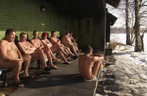 Bij voorkeur naakt in de sauna