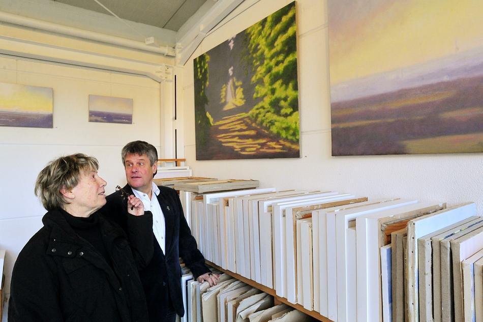 Bild H. W. Thurmann mit Besucher im Atelier