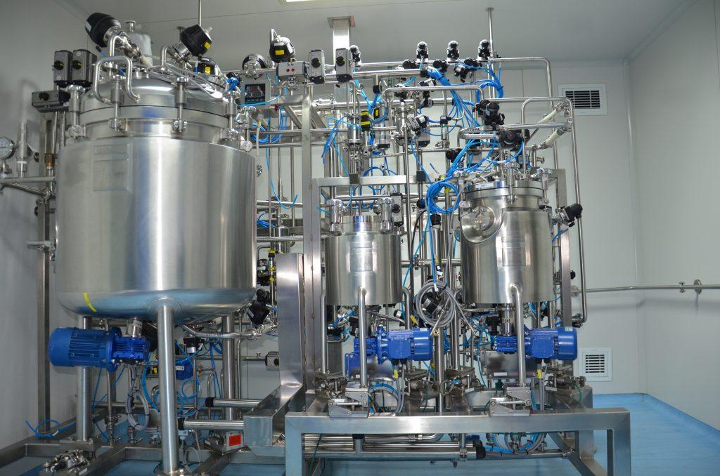 Vial formulation tank