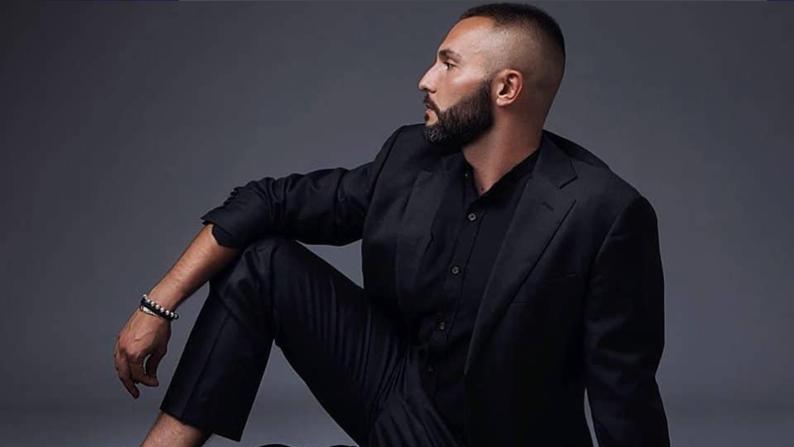 Vasil Garvanliev opzoek naar een lied voor het Eurovisiesongfestival 2021.