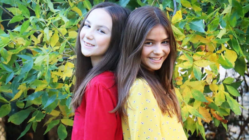 """Jovana & Dunja vertegenwoordigen Servië met """"Children's Eyes""""."""