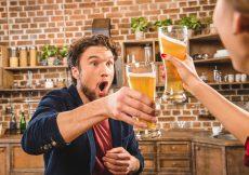 Skåler i øl