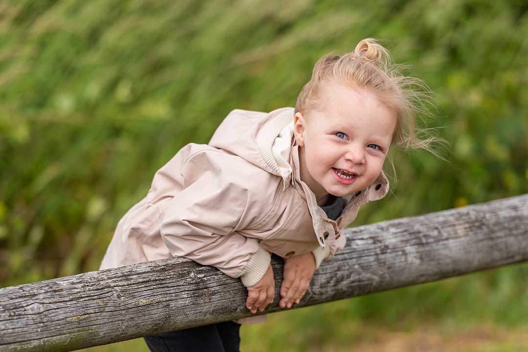 Børnehavefoto naturportræt af Olivia Bøje Lund,