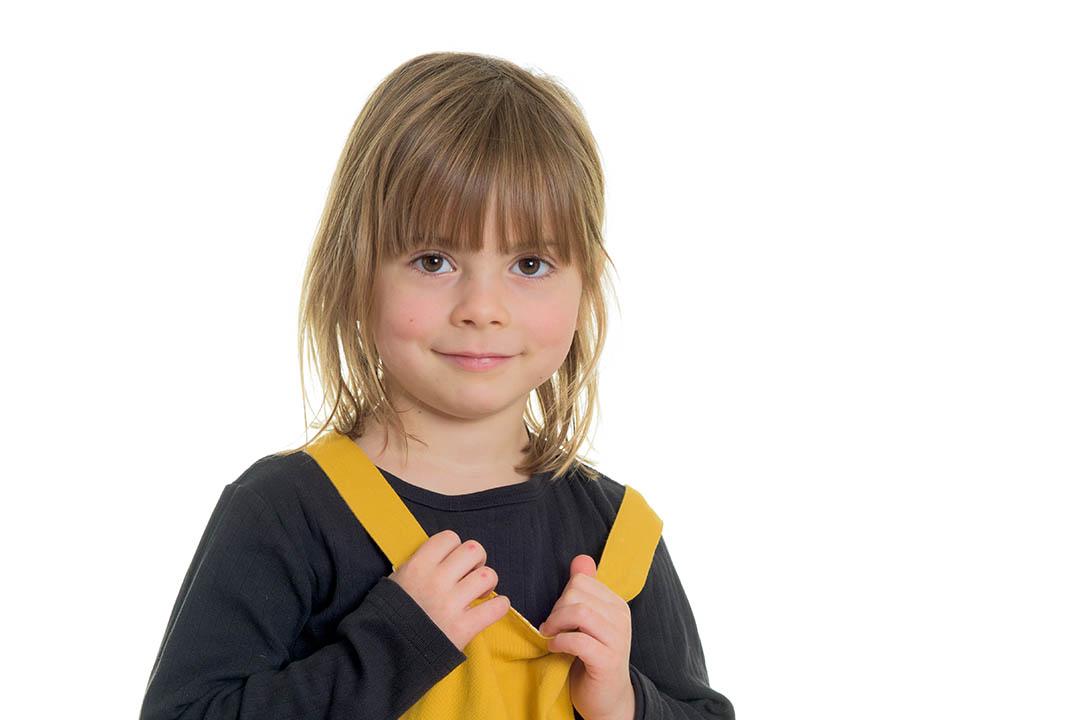 Klassisk børnehavefotografering på hvid baggrund