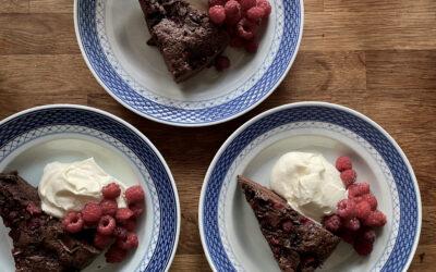 Svensk kladdkaka ala Aalykke med hindbær og chokolade