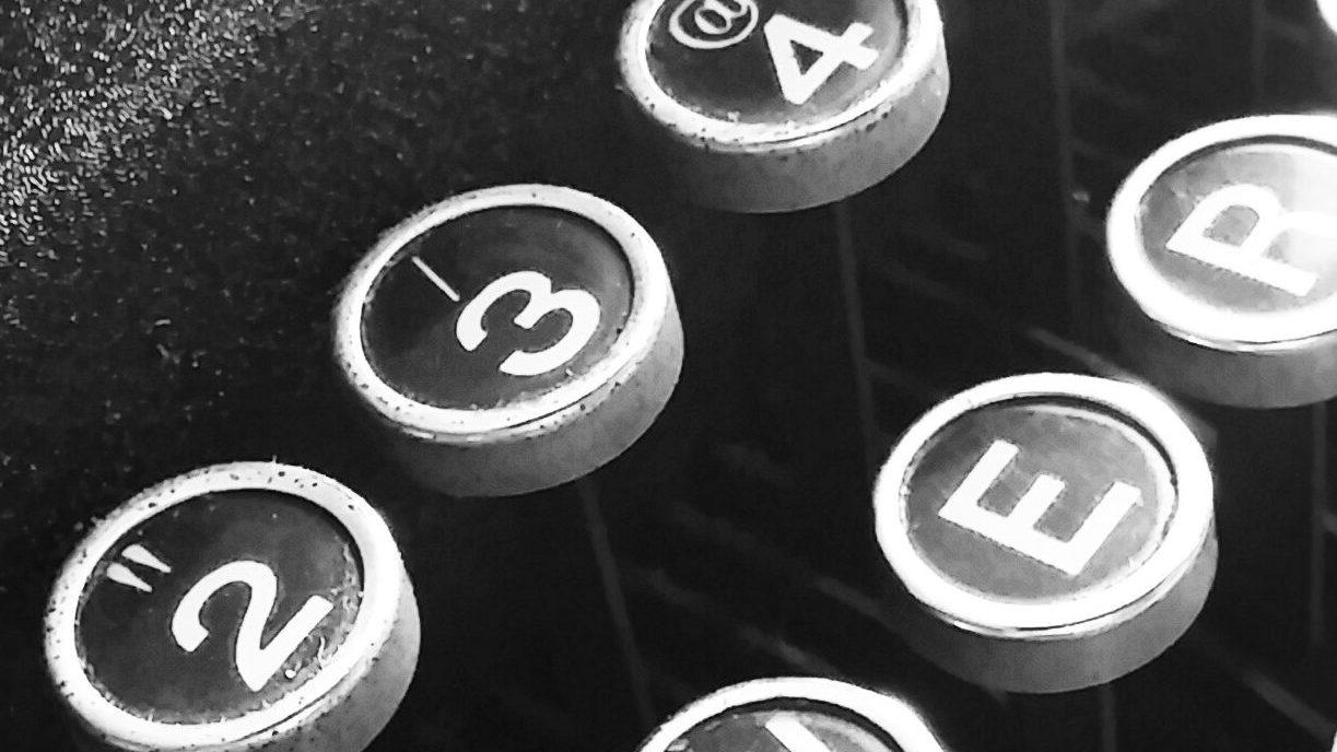 Tastatur på gammel skrivemaskine
