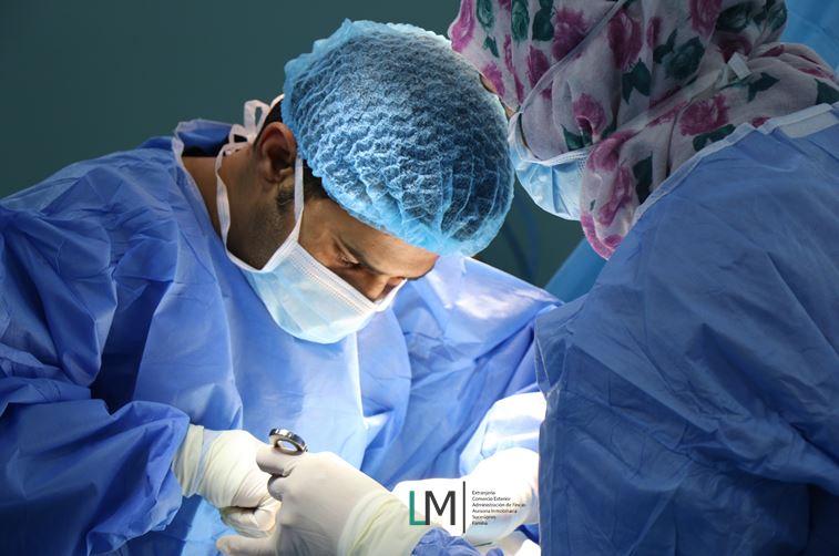 Surgeon and nurse operate & LM Abogados logo