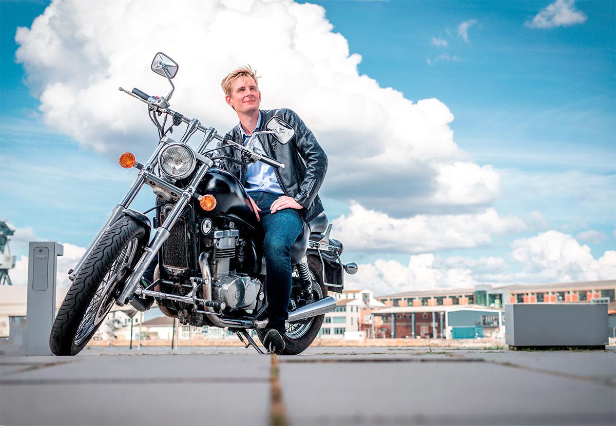 Tinder motorcykelbillede