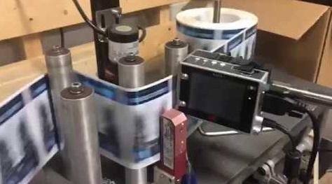 etichettatrice con marcatore per vino