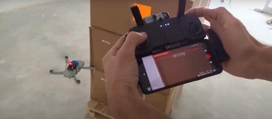 drone con lettore di codice a barre