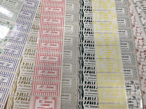 etichette in polipropilene stampate a trasferimento termico con nastri colorati