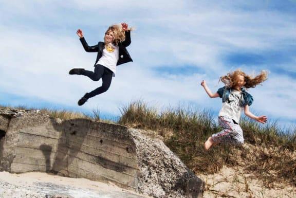 ACTmindfully Winnie Rasmussen Børn der hopper i klitter
