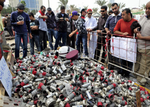 tear-gas-canisters_1848178i