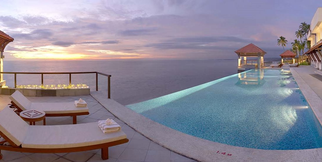 Infinity-Pool-at-The-Club