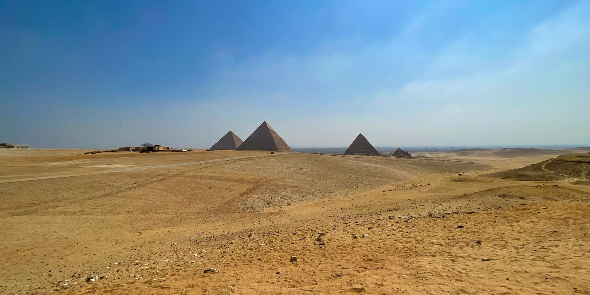 PyramidsTravel_GizehPyramids