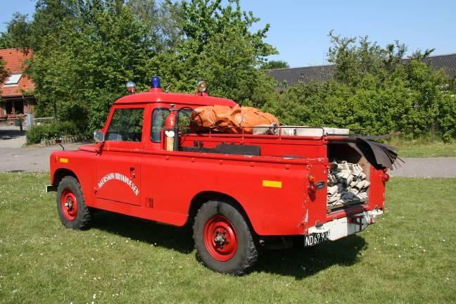 Er ikke længere i aktiv tjeneste. Landrover årgang 1962 – nu indregistreret som veteranbil.