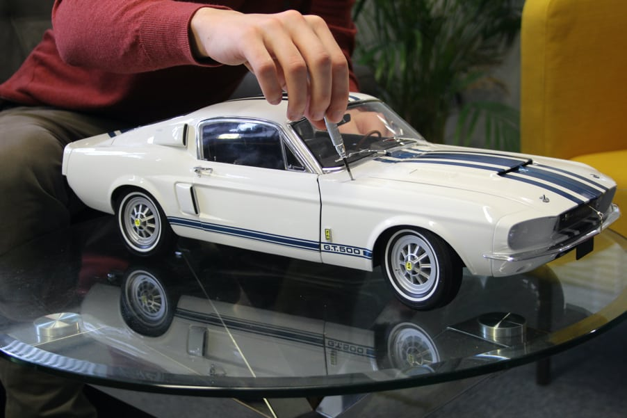 Big-scale Shleby Mustang