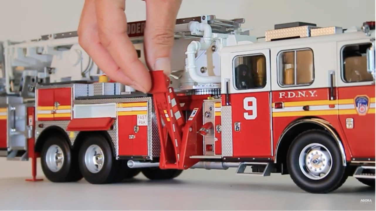 Ladder 9 1:24 scale model - stabilizers & outriggers