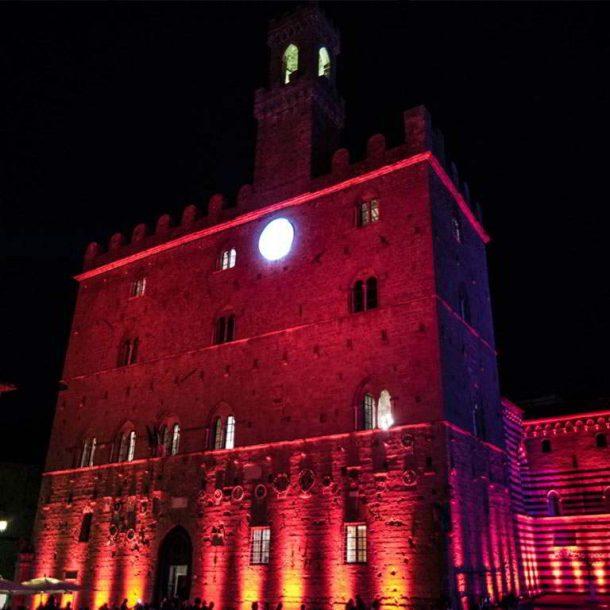 Übernachten Sie im Agriturismo Pratone und nehmen Sie an der Roten Nacht von Volterra teil