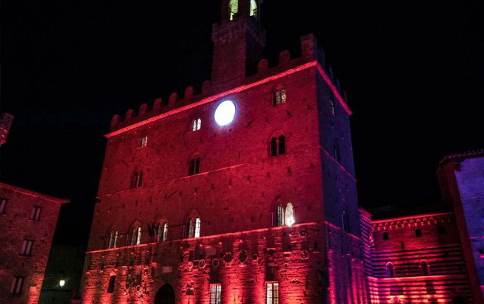 Stay at the Agriturismo Pratone and take part in the Red Night of Volterra