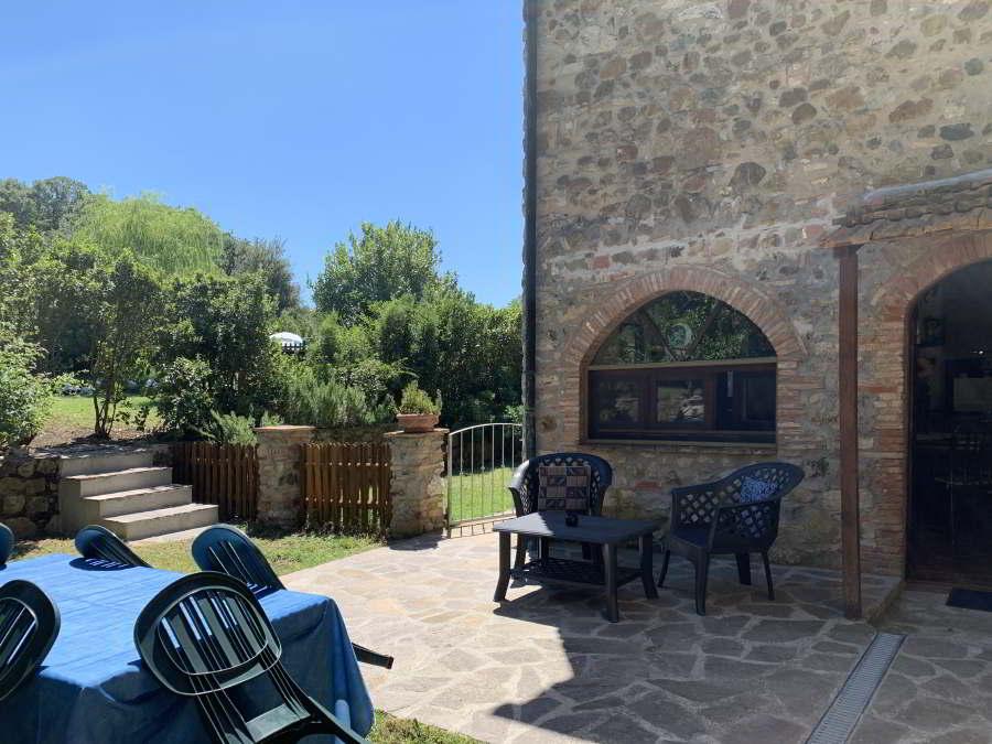 Ampio giardino con Veranda del Trilocale Jasmine Agriturismo il Pratone