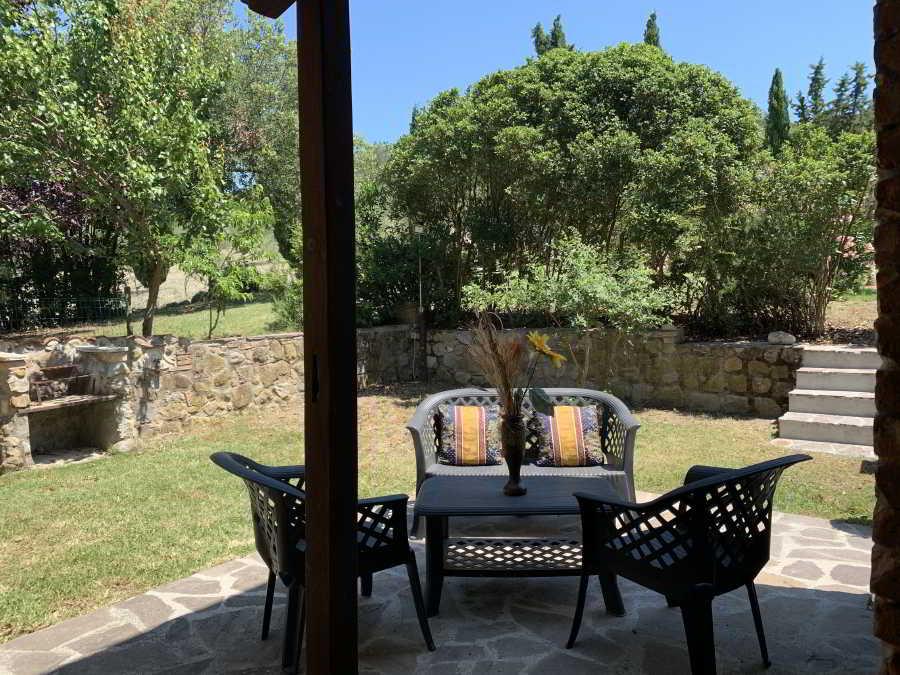 Giardino con Veranda del Trilocale Jasmine Agriturismo il Pratone