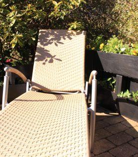 Agro Block patio kukilla ja tuoli.
