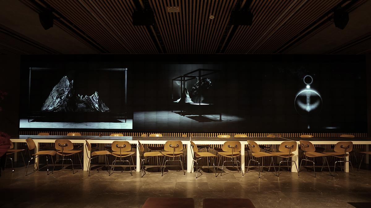Installation view, Mediawand Rotterdamse Schouwburg, 2016, Alexandra Crouwers