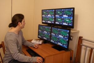 How to Play Online Poker - Multi-Tables