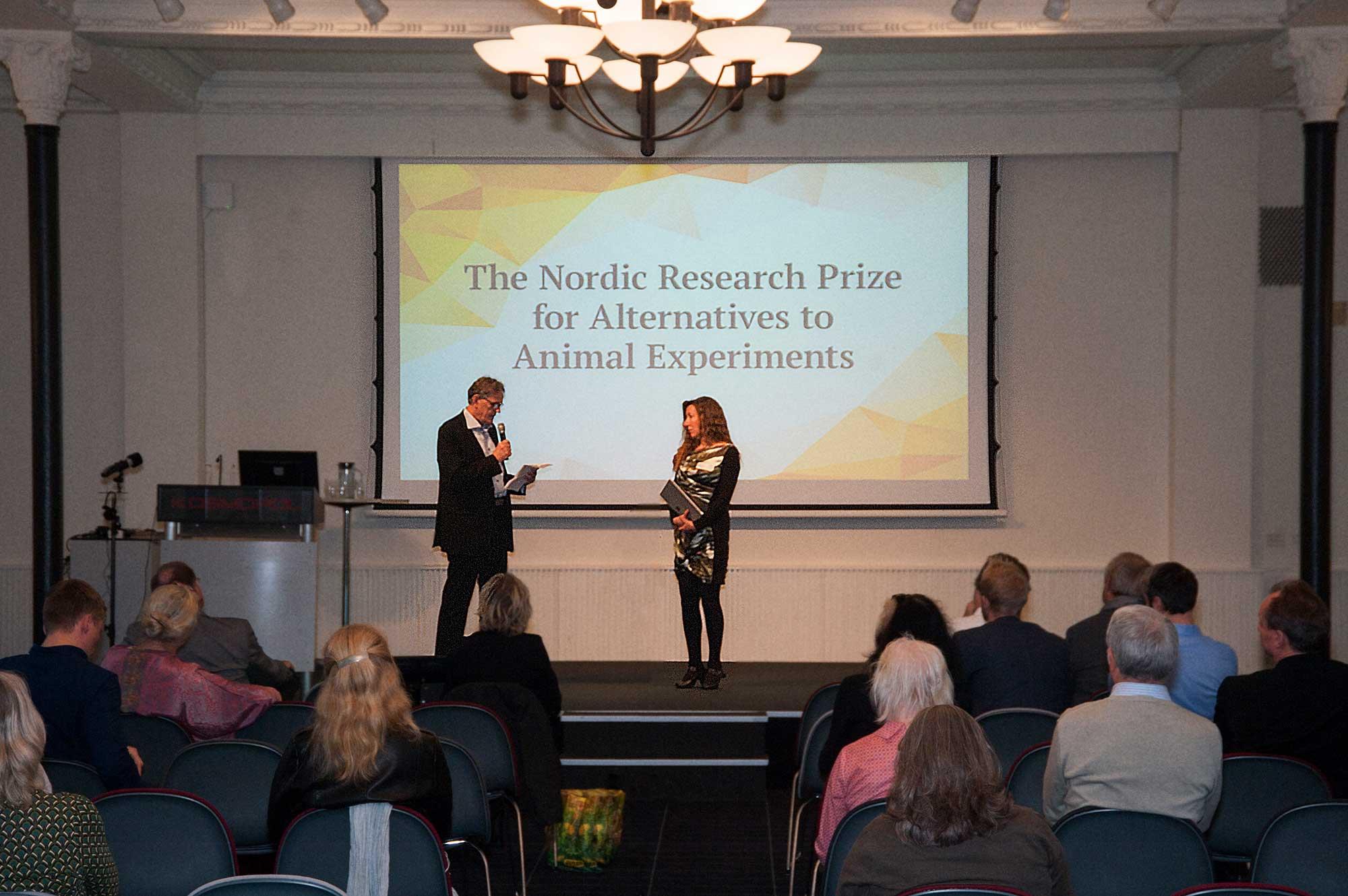 Professor Erik Walum makes the prize-giving address Alternativfondet