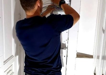 Amagers Elektriker udfører elarbejde ved kunde som elektriker Amager