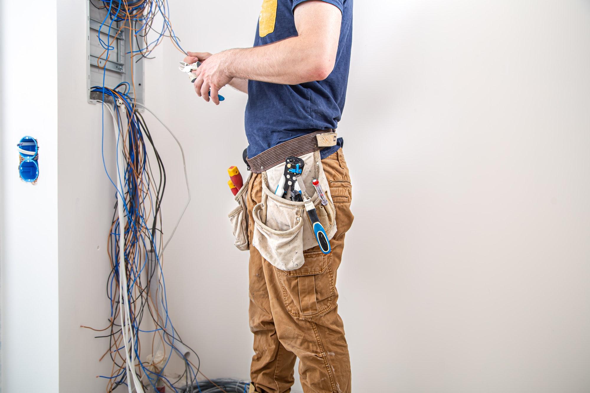 Book en akut elektriker Amager døgnvagt også om lørdag, søndag og i weekenden - Tilbydes; fleksibel el-service og alt af el hos Amagers Elektriker