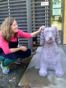 Amalia och Alois, skulpturhund av Amalia
