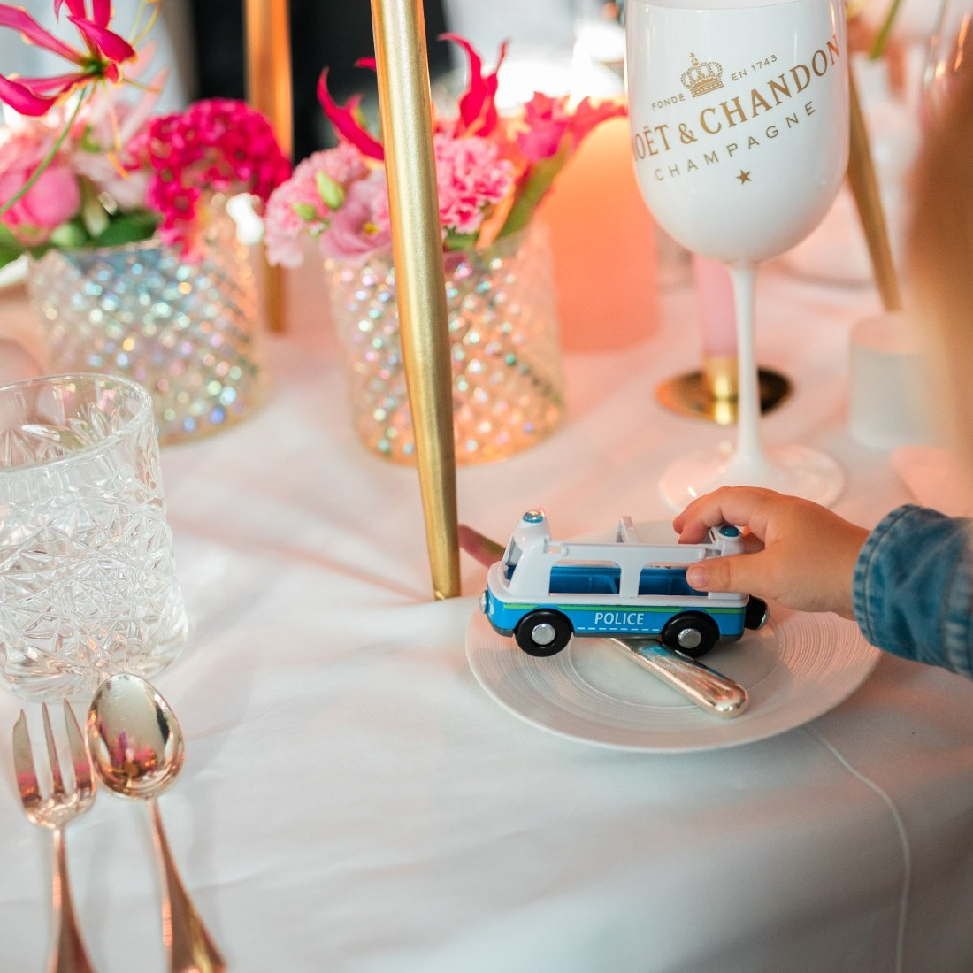Private dinner vragen getuigen best man maid of honour styling champagne